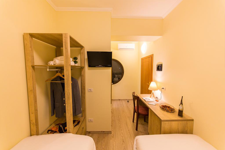 Standard Rooms Low Cost And Confortable In The Center Of: HOTEL BARON TIRANA BUDGET LOW COST PRICE HOTEL